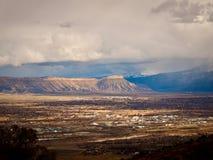 Mt Garfield y Grand Junction Imagenes de archivo
