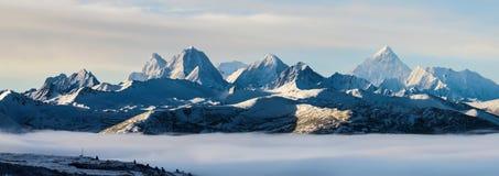 Mt Gongga над морем облаков Стоковые Фото