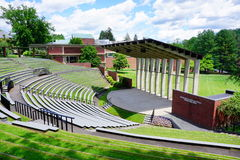 Mt Holyoke学院校园风景在夏天 免版税库存照片