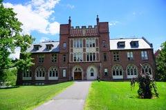 Mt Holyoke学院校园风景在夏天 免版税库存图片
