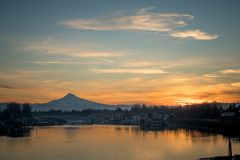 MT Hood Columbia River Sunrise van Portland Oregon Royalty-vrije Stock Afbeeldingen