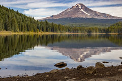 Mt Hood reflecting off of Trillium Lake Royalty Free Stock Photography