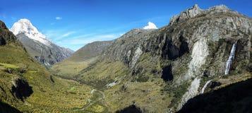 Mt Huascaran dalla traccia di Laguna 69, Perù Fotografie Stock Libere da Diritti