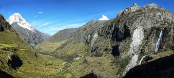 Mt Huascaran från den Laguna 69 slingan, Peru Royaltyfria Foton