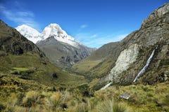 Mt Huascaran från den Laguna 69 slingan, Peru Royaltyfri Foto
