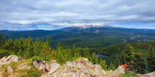 Mt Huv med molnräkningen Fotografering för Bildbyråer