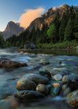 Mt Index, Skykomish-Fluss, Washington State Lizenzfreie Stockbilder