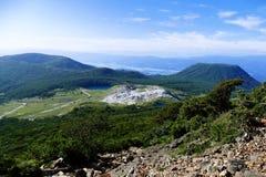 Mt Io widzie? podczas gdy pochodz?cy od Mt Karakuni-dake, Ebino kogen, Japonia obrazy royalty free