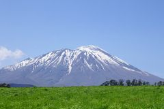 Mt.Iwate en blauwe hemel Stock Foto