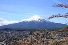 Mt Japanska nya år kortdesign Royaltyfria Bilder