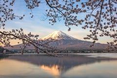 Mt Japanska nya år kortdesign Royaltyfri Fotografi