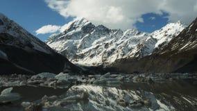 Mt jezioro z górami lodowymi i kucharz zbiory wideo
