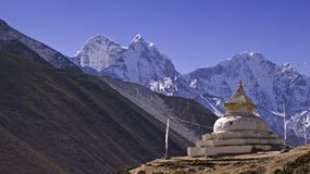 Mt. Kangtega e stupa Immagini Stock Libere da Diritti