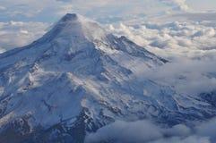 Mt. kap met Wolken royalty-vrije stock fotografie
