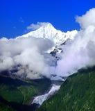 Mt. Kawagebo im Meili Schnee-Berg im Shangri-La Lizenzfreie Stockfotos