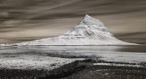 Mt Kirkjufell,红外线的冰岛 图库摄影