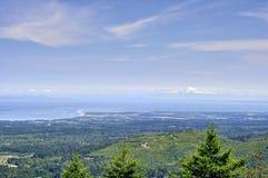 Mt L'océan pacifique plus pluvieux et et paysage de montagne photographie stock libre de droits