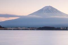 Mt Lungomare di Fuji durante il tramonto Fotografia Stock Libera da Diritti