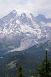 Mt Más lluvioso, con el bosque de la conífera Foto de archivo libre de regalías