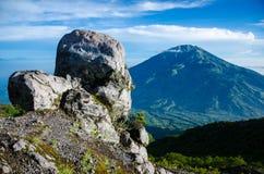 Mt Merabu vulkan royaltyfria bilder