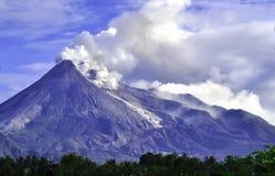 Mt. Merapi - C. Java - Индонесия стоковое изображение rf