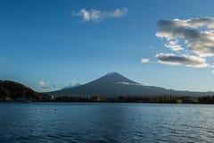 Mt Mount Fuji och sjö Arkivfoton
