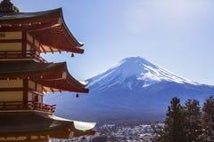 Mt Mt.从后面Chureito塔查看的富士 免版税库存图片