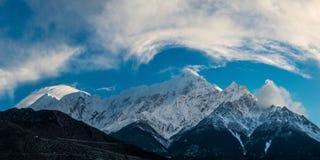 Mt Nilgiri,从Jomsom的看法 免版税库存照片