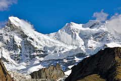MT Non (7135m) en MT Kun (7087), Kargil, Ladakh, Jammu en Kashmir, India Royalty-vrije Stock Fotografie