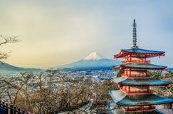 Mt Pagoda de Fuji - de Chureito con el Mt fuji Imagen de archivo