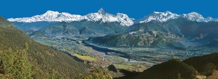 Mt Panorama della gamma di Annapurna & di Machhapuchhre da Sarangkot immagini stock libere da diritti