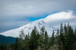 Mt piekarz w mt piekarza las państwowy jest oszałamiająco wylodzonym wulkanem zdjęcie stock