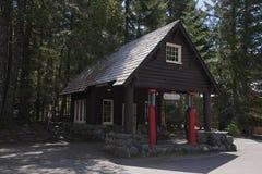Mt Ranier历史的加油站 库存图片
