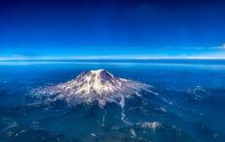 MT Regenachtiger in Washington State zoals die van een Vliegtuig wordt gezien stock foto's