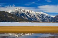 Mt. Rinker de los lagos gemelos congelados Fotos de archivo