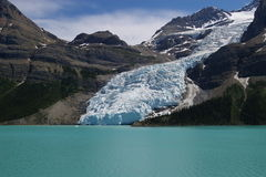 Mt. Robson en Berg Lake Stock Foto's