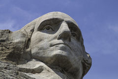 Mt Rushmore在与蓝天的晴天 库存图片