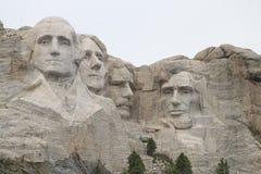 Mt Rushmore在灰色天 库存照片
