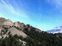 Mt Rushmore在蓝天下 免版税图库摄影