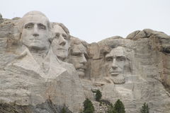 Mt Rushmore auf Gray Day Stockfotos