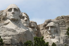 MT Rushmore op Sunny Day With Blue Sky Stock Foto's