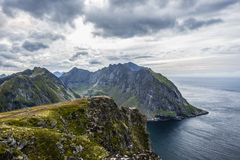 MT Ryten in Flakstad-eiland, Lofoten-eilanden, is echt een te bezoeken berg Stock Afbeelding
