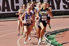 Mt Sac передает 2015 встречу легкой атлетики, 800 метров женщин Последний держаться на историческом стадионе ложи Hilmer Стоковое Изображение RF