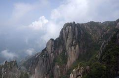 Mt Sanqing Sanqingshan, Kina, vaggar berget fotografering för bildbyråer