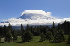 Mt shasta with lenticular could. Lenticular cloud surrounds Mt Shasta Royalty Free Stock Photography