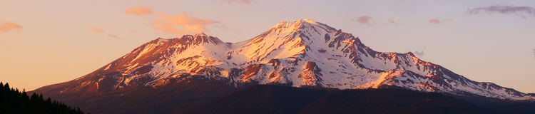 Mt. Shasta panorama Royalty Free Stock Images