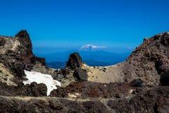 Mt Shasta von Lassen-Krater lizenzfreies stockbild