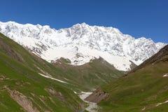 Mt. Shkhara. Ushguli. Hogere Svaneti. Georgië. Royalty-vrije Stock Afbeeldingen