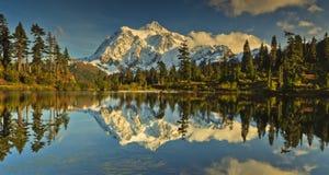 Mt. Shuksan fotos de archivo
