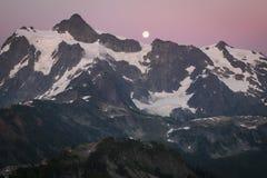 Mt Shuksan et l'augmentation musardent, gamme de cascade de l'état de Washington photos stock